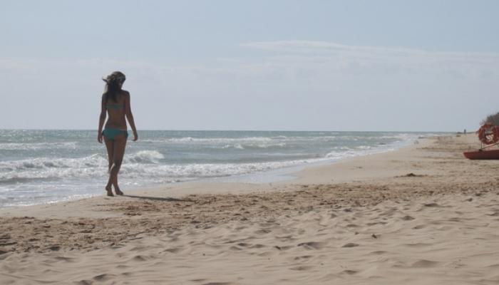 promenad längst stranden